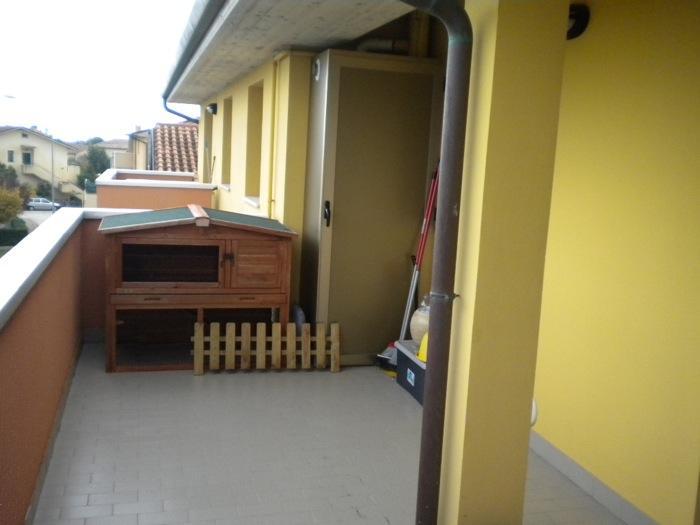 Vendita appartamento fano tombaccia trilocale con garage for Log garage con appartamento