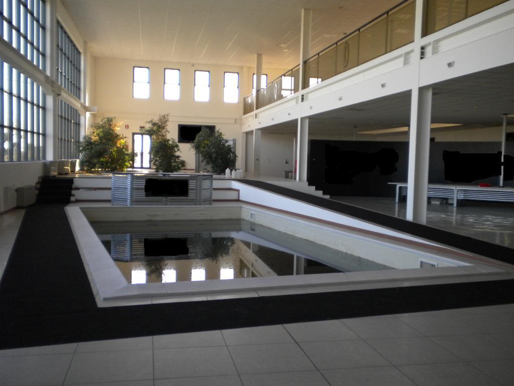 hangar entrepot vendre. Black Bedroom Furniture Sets. Home Design Ideas
