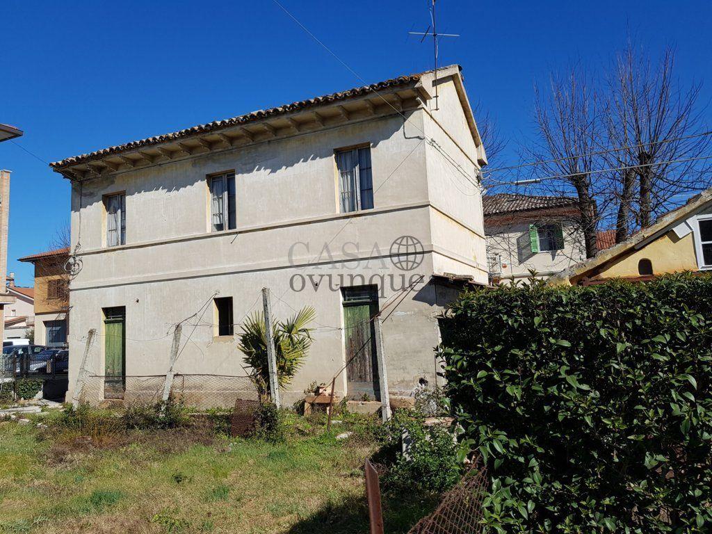 Vendita casa indipendente mondavio s michele for Casa indipendente da ristrutturare